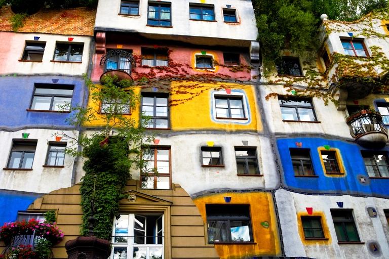 austria_vienna_colorful_apts.jpg