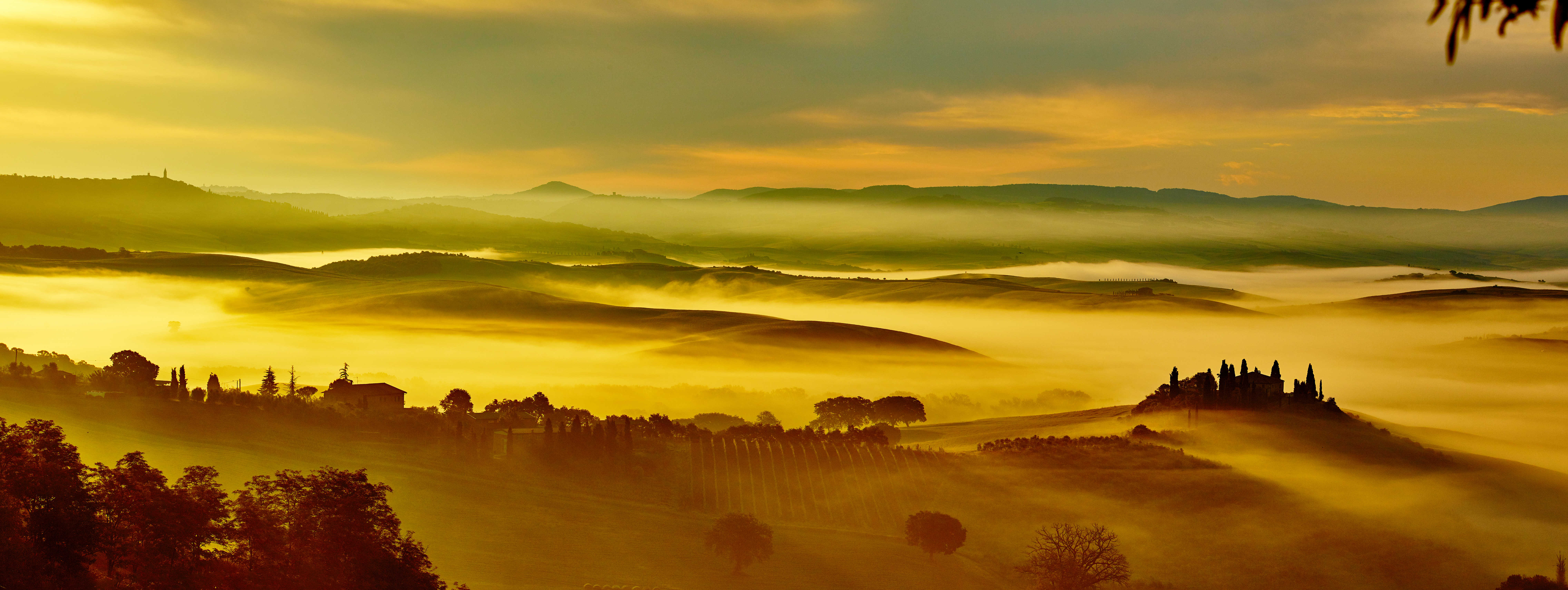 Italy-Tuscany-Gold-Rolling-Hills-Panorama.jpg