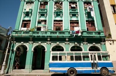 cuba_building_bus_street