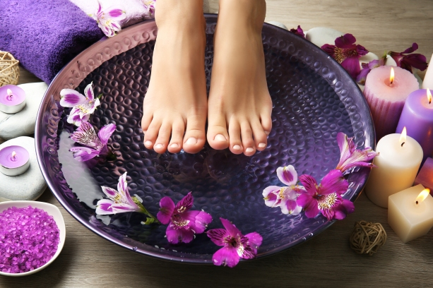 spa-pedicure-purple-flowers-relaxation-sauna.jpg