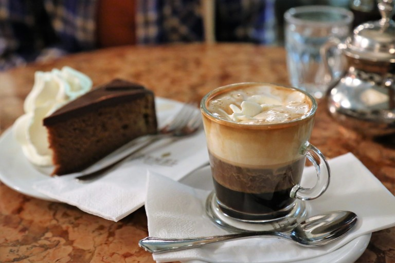 austria-vienna-coffee-house-and-cake.jpg