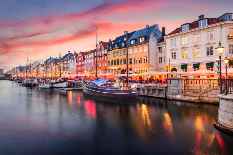 denmark_copenhagen_nyhavn_port_colorful_area_night_sunset.jpg