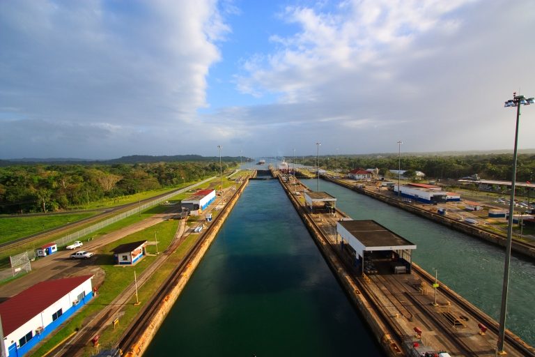 Panama-Canal-View-Crossing