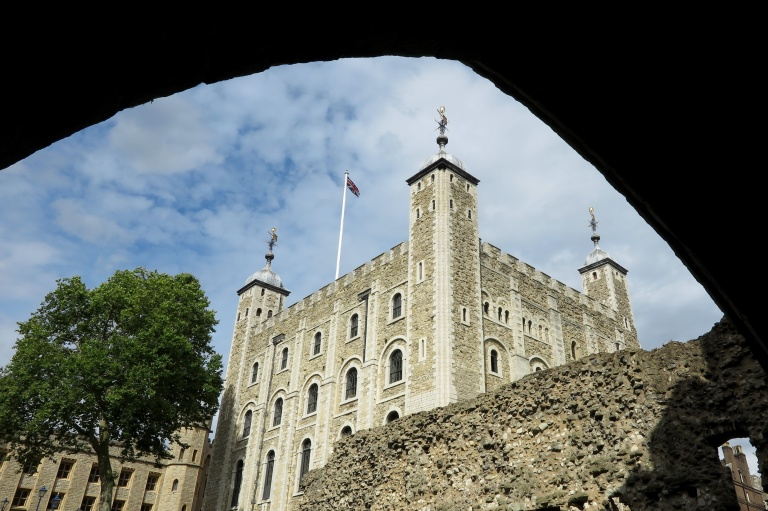 white_tower_of_london_england